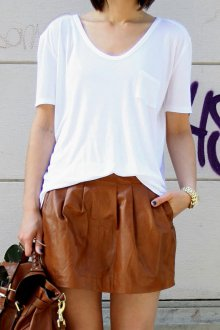 Юбка мини кожаная с футболкой