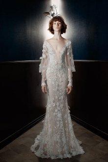 Свадебное платье рыбка с объемным декором