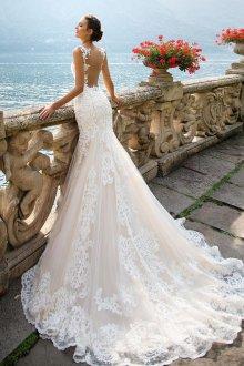 Свадебное платье рыбка с кружевной отделкой