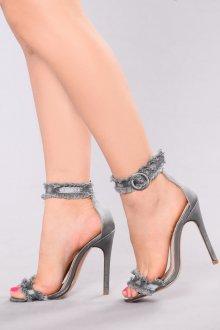Серые туфли с бахромой