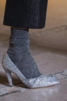 Серые туфли блестящие