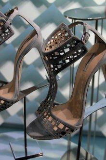 Серые туфли с геометрической перфорацией