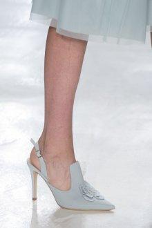 Серые туфли с голубым тоном