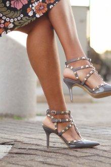 Серые туфли с клепками