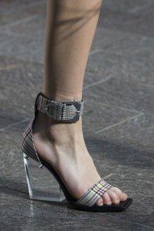 Серые туфли клетчатые