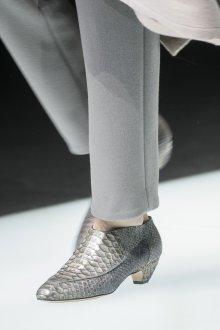 Серые туфли под крокодиловую кожу