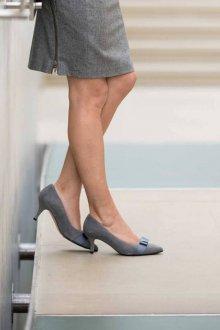 Серые туфли с лентой