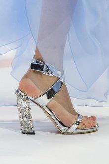 Серые туфли с оригинальным каблуком