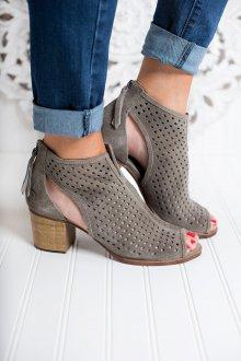 Серые туфли перфорированные