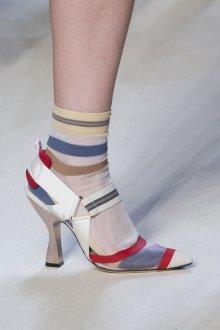 Серые туфли разноцветные