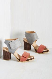 Серые туфли с розовым