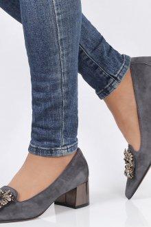 Серые туфли на школьном каблуке