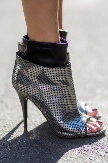 Серые туфли стильные
