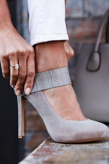 Серые туфли замшевые на шпильке