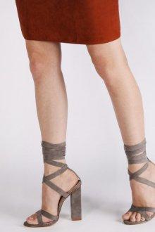 Серые туфли на завязках