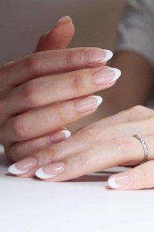 Белый маникюр френч на миндальные ногти