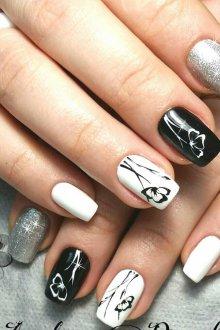 Белый маникюр на квадратные ногти с рисунком