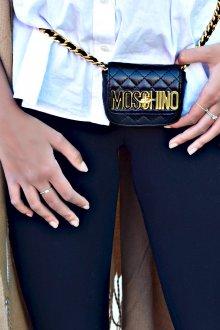 Сумка на пояс Moschino
