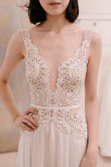 Свадебное платье кружевное айвори с декольте