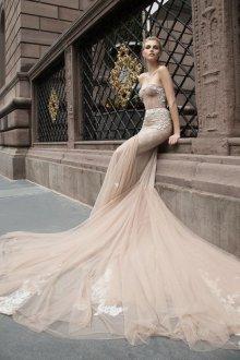 Свадебное платье айвори с королевским шлейфом