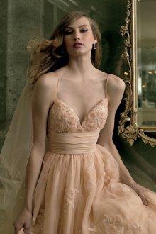 Свадебное платье айвори с объемным декором