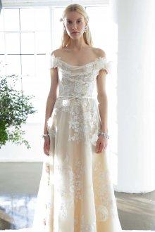 Свадебное платье айвори с открытыми плечами