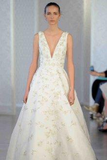 Свадебное платье айвори с декоративной вышивкой