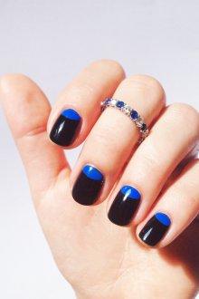 Синий маникюр лунный с черным цветом