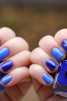 Синий маникюр омбре голубой
