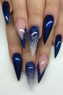 Синий маникюр на острые ногти