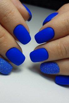 Синий маникюр песочный