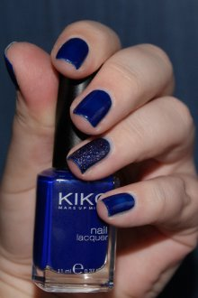 Синий маникюр темный