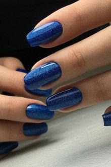 Синий маникюр весенний
