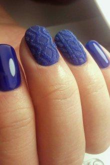 Синий маникюр вязаный