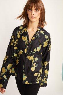 Блузка с цветами атласная