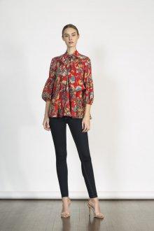 Блузка с цветами и бантом