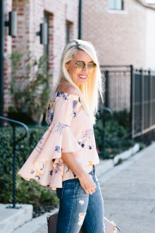 Блузка с цветами бежевая