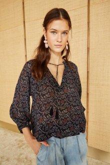 Блузка с цветами бохо