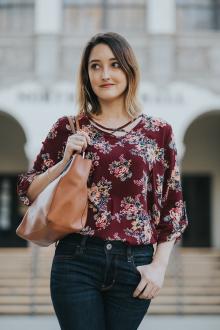 Блузка с цветами бордовая