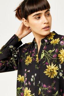 Блузка с цветами черная с рукавом