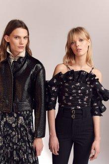 Блузка с цветами черная с открытыми плечами