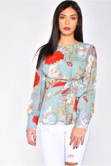 Блузка голубая с цветами красными