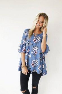 Блузка голубая с цветами сезона 2018