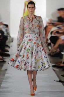 Блузка с цветами в горошек