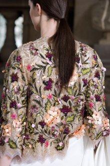 Блузка с цветами красивая