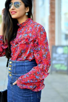 Блузка красная с цветами голубыми