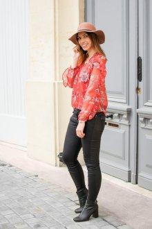 Блузка красная с цветами