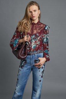 Блузка с цветами и кружевом