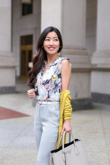 Блузка с цветами летняя