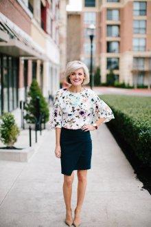 Блузка с цветами модная